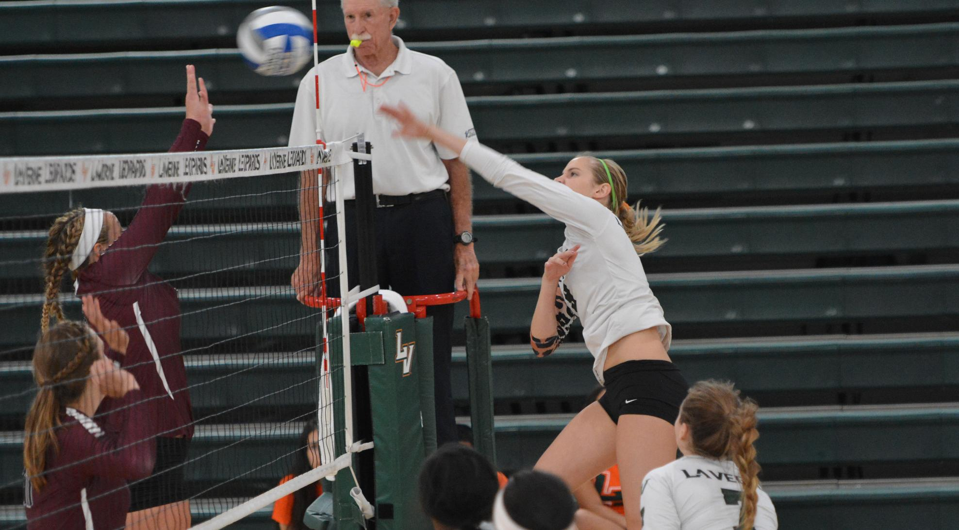 Volleyball bounces back, sweeps Day 2 of Pacific Coast Classic