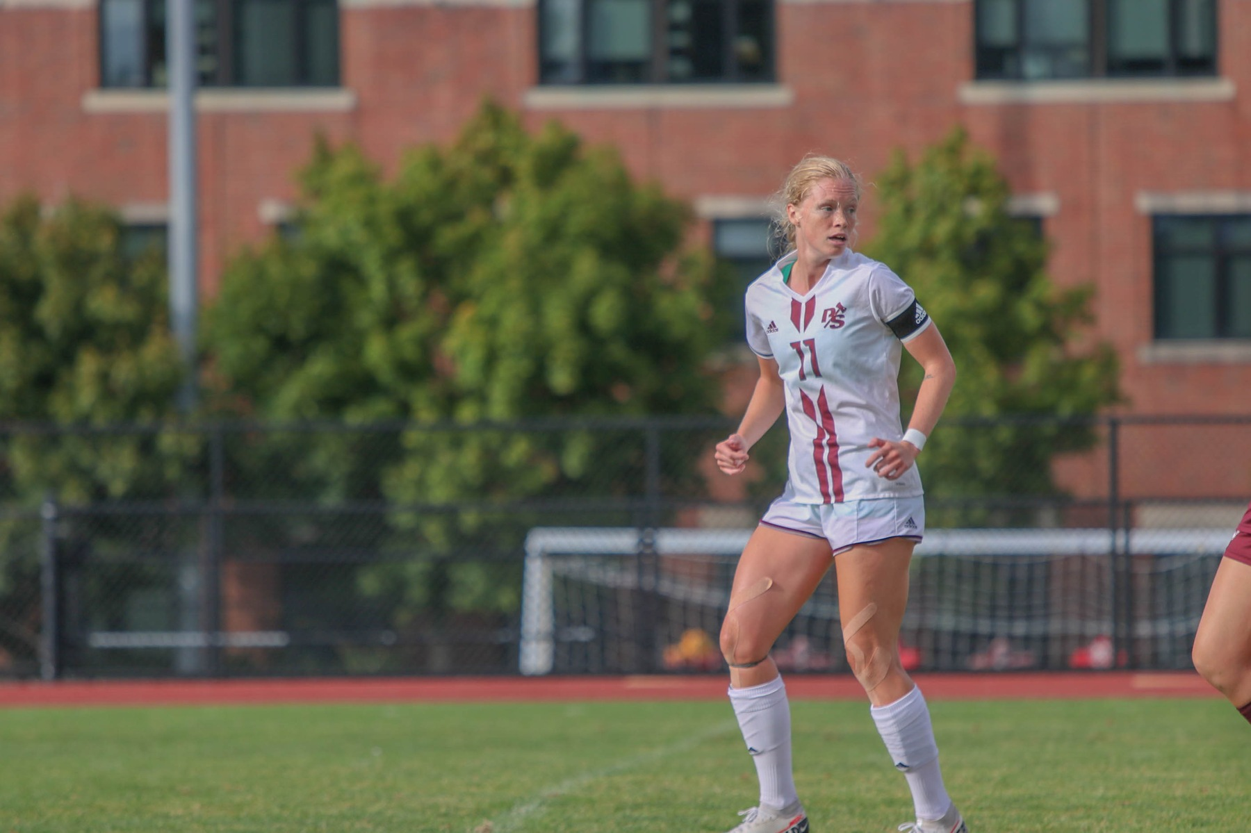 Berg scores twice to lift Loggers over Bruins
