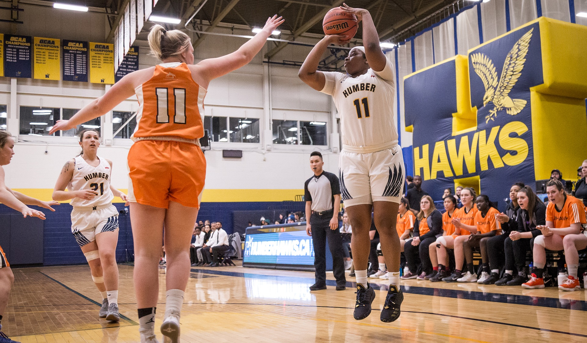 No. 2 WOMEN'S BASKETBALL WINS HOME FINALE OVER MOHAWK, 70-46