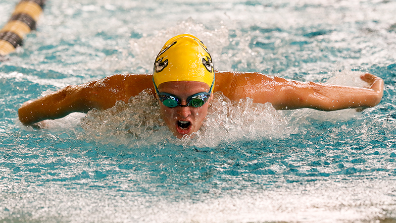 Southwestern splits pair of competitions on Friday