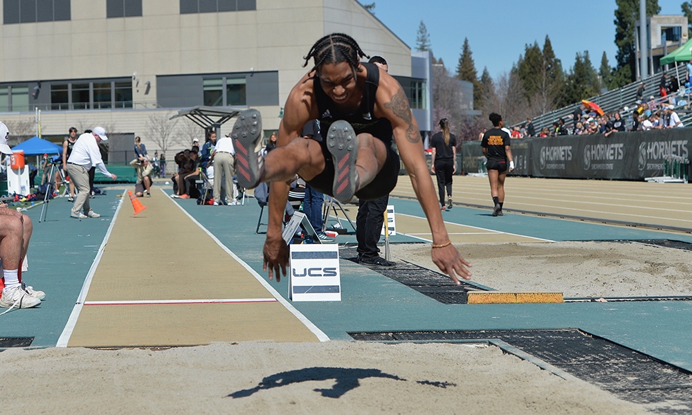 TRACK & FIELD HOSTS MONDO TEAM CHALLENGE AS PART OF THREE-MEET WEEKEND