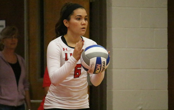 Women's Volleyball Defeats Smith, Falls at Wheaton