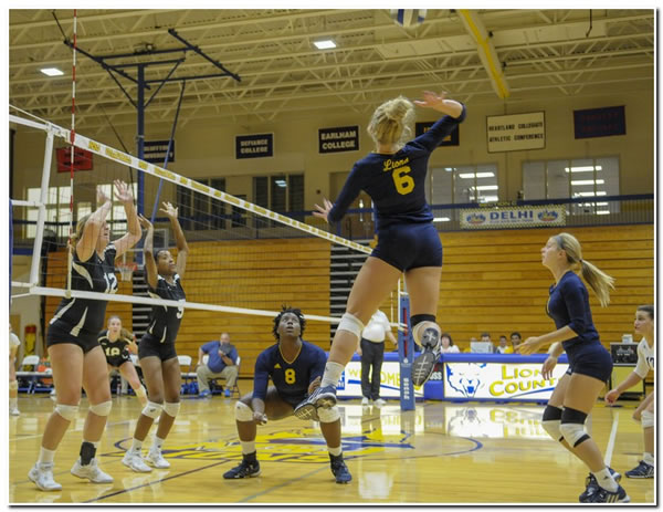 Lions' women's volleyball goes 1-1 in home action on Saturday afternoon