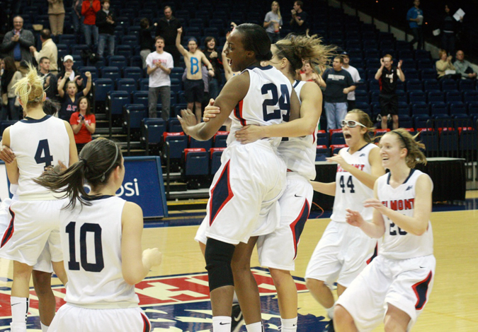 Series Sweep: Women's Basketball Wins Battle of the Boulevard