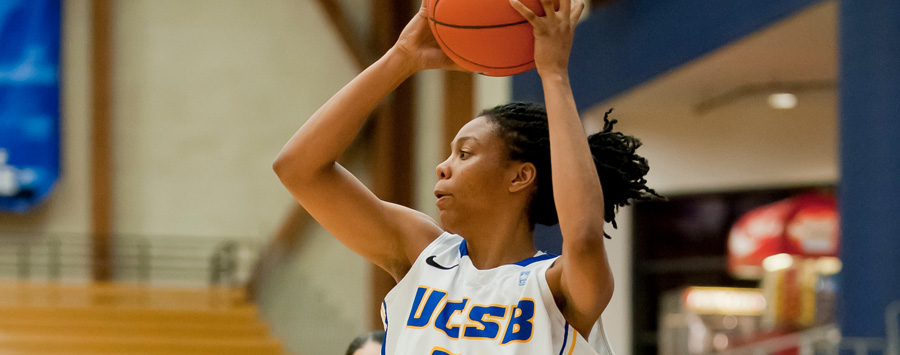 Gauchos Bounce Back with 62-42 Win in Riverside