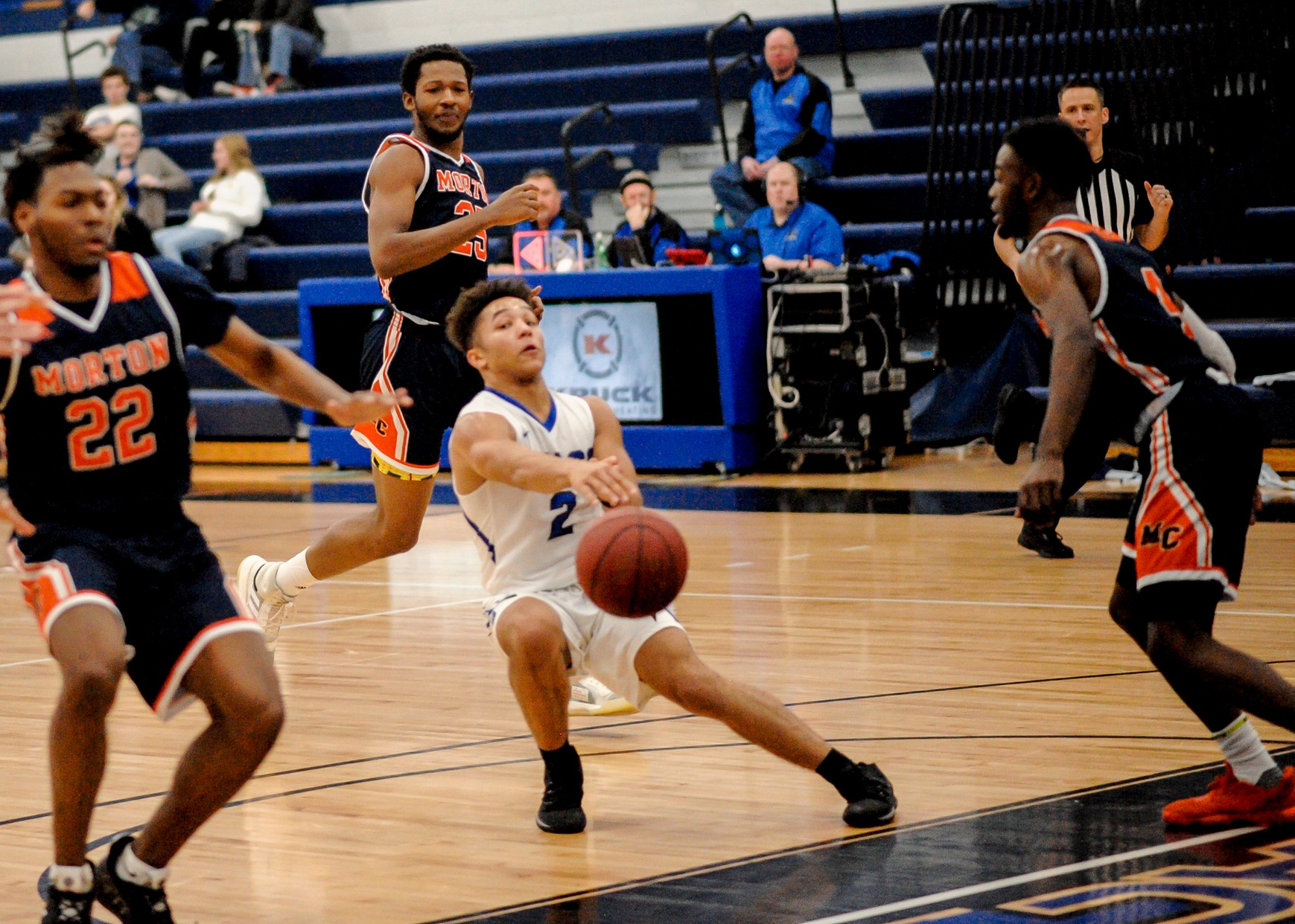 DMACC men's basketball team improves to 5-1 with two wins