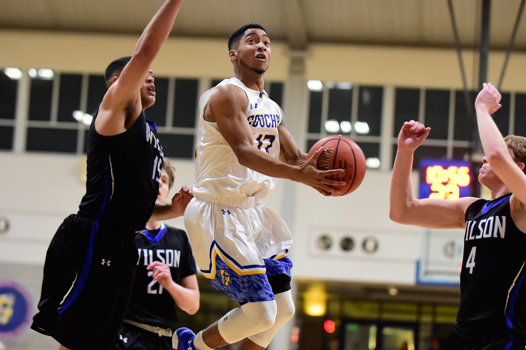 Men's Basketball Unable to Ground Blue Jays in 82-70 Defeat to E-Town