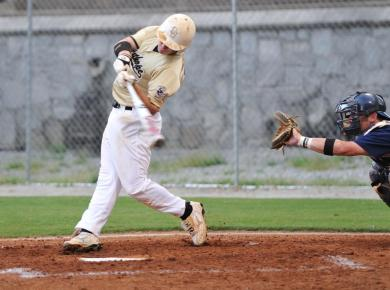 Baseball Falls to Berry in Close Game, 7-6