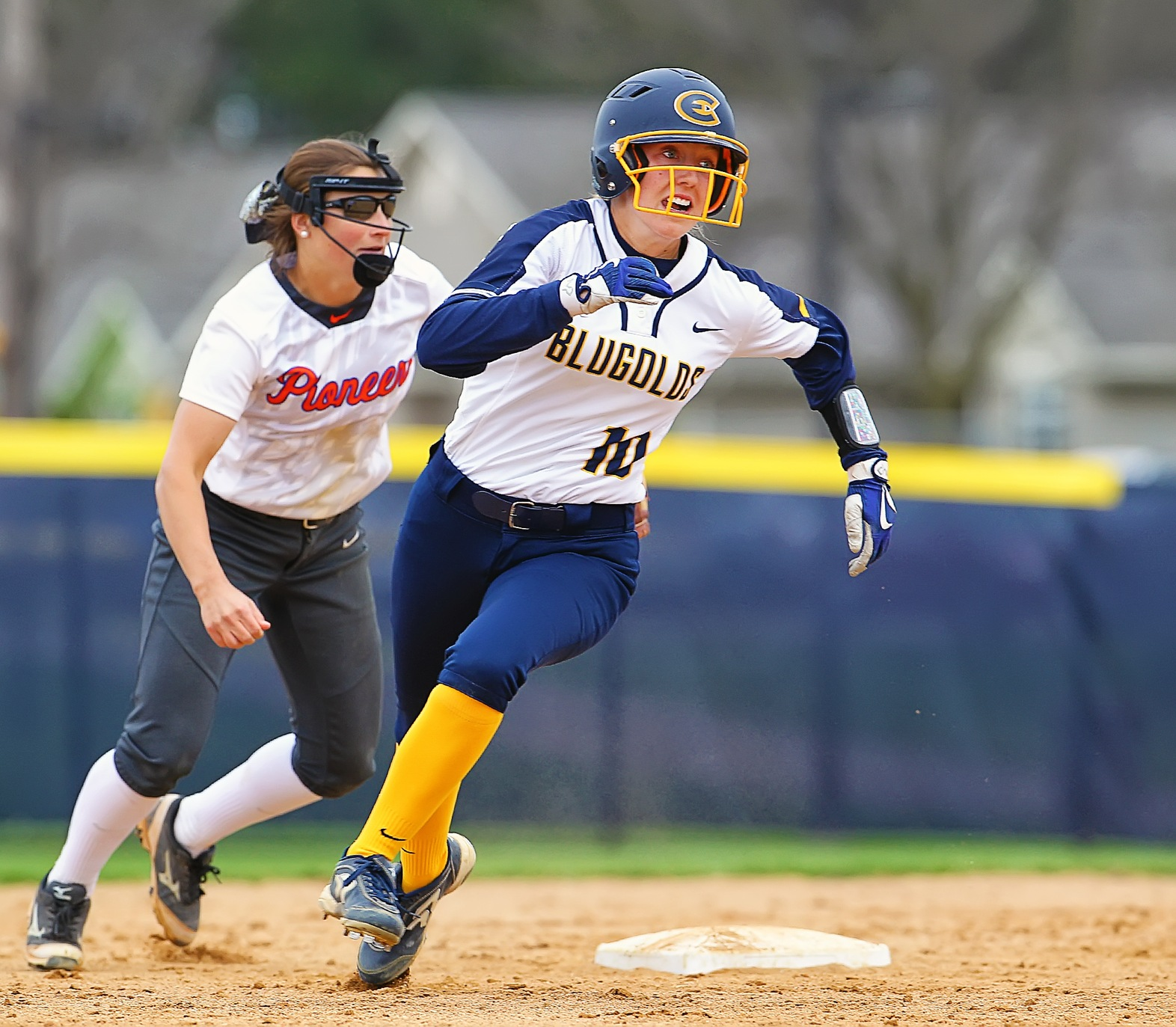 Blugolds kick off Spring Break trip with pair of victories