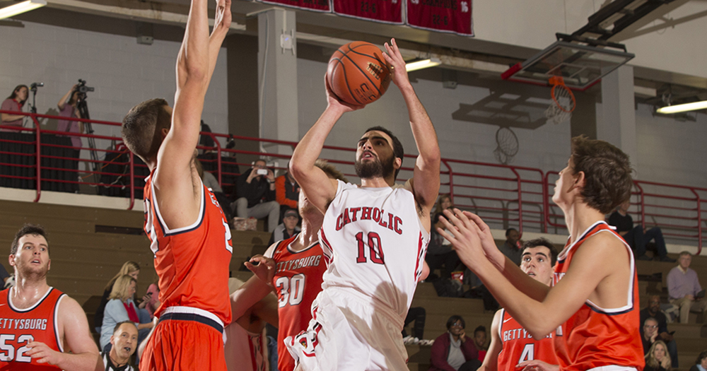 Catholic Men's Basketball Defeats Gettysburg, 72-59