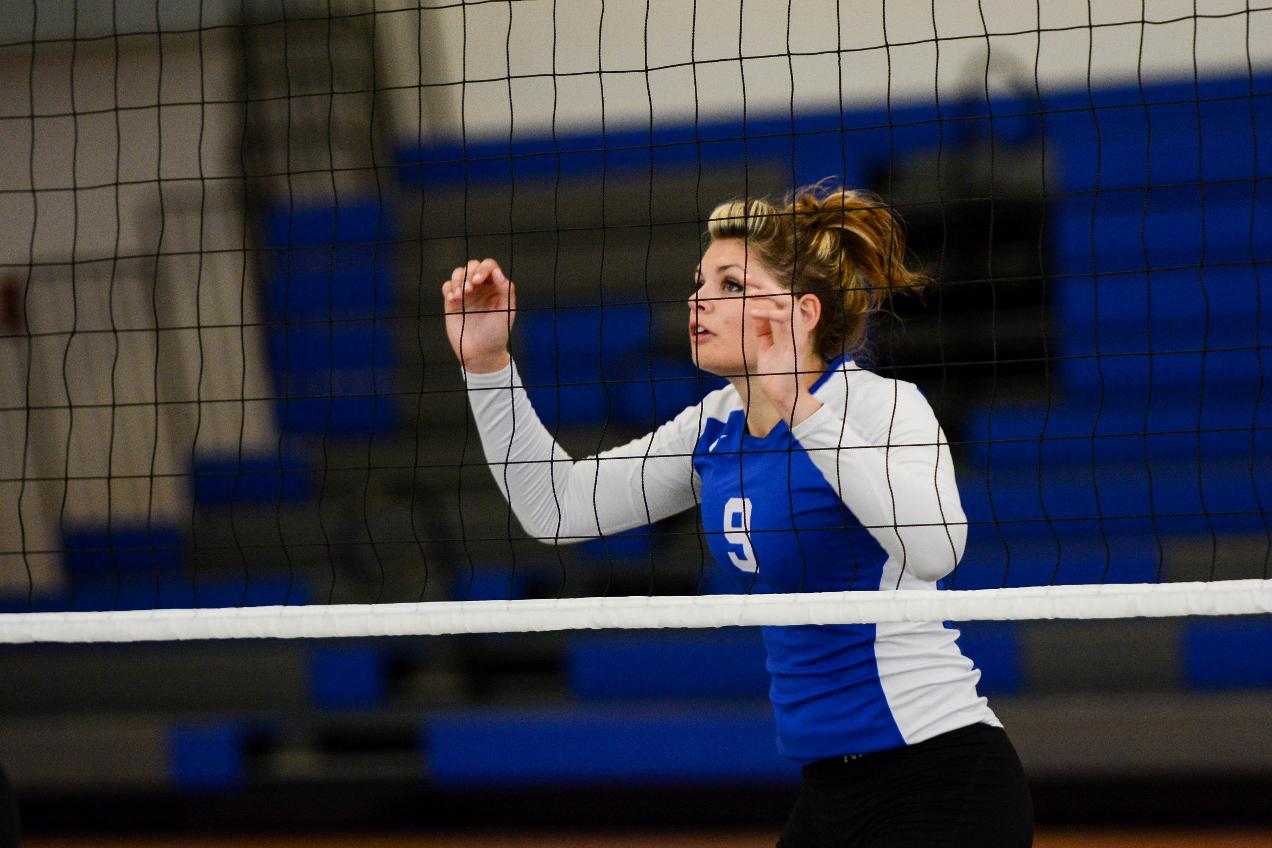 Volleyball Splits on First Day of NEAC Crossover Hosted by Cazenovia College