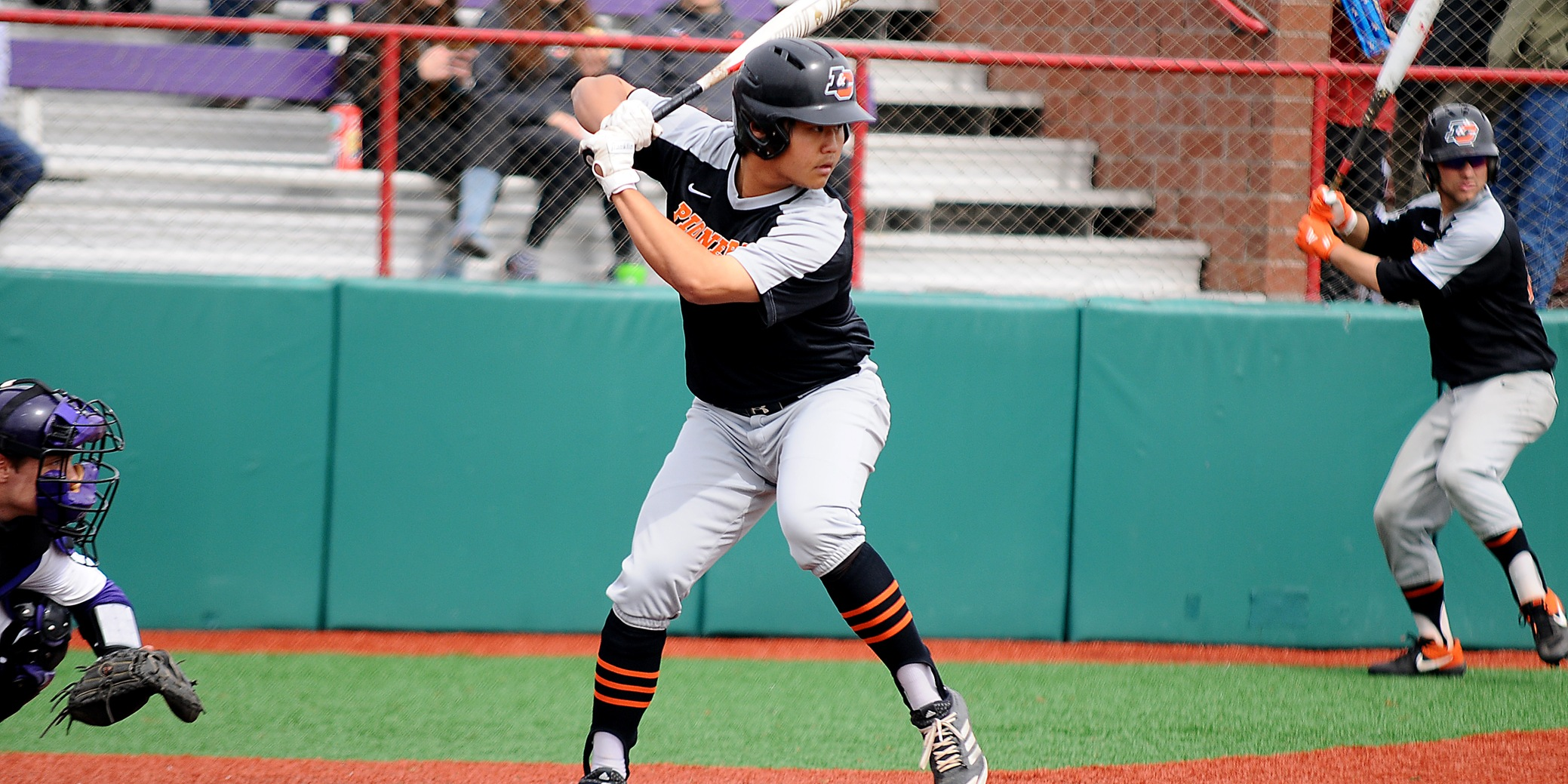 Pios win second NWC series with road victory
