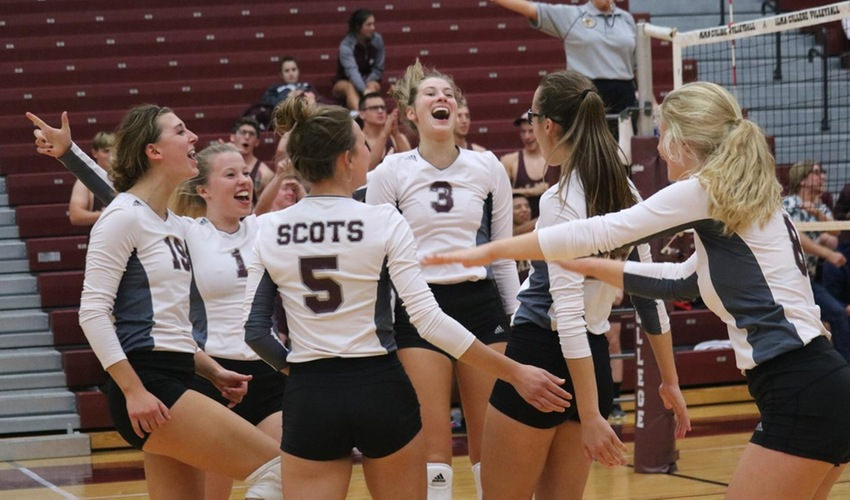 Volleyball Plays Through Struggles, Beats Albion in First Five-Set Match of Season