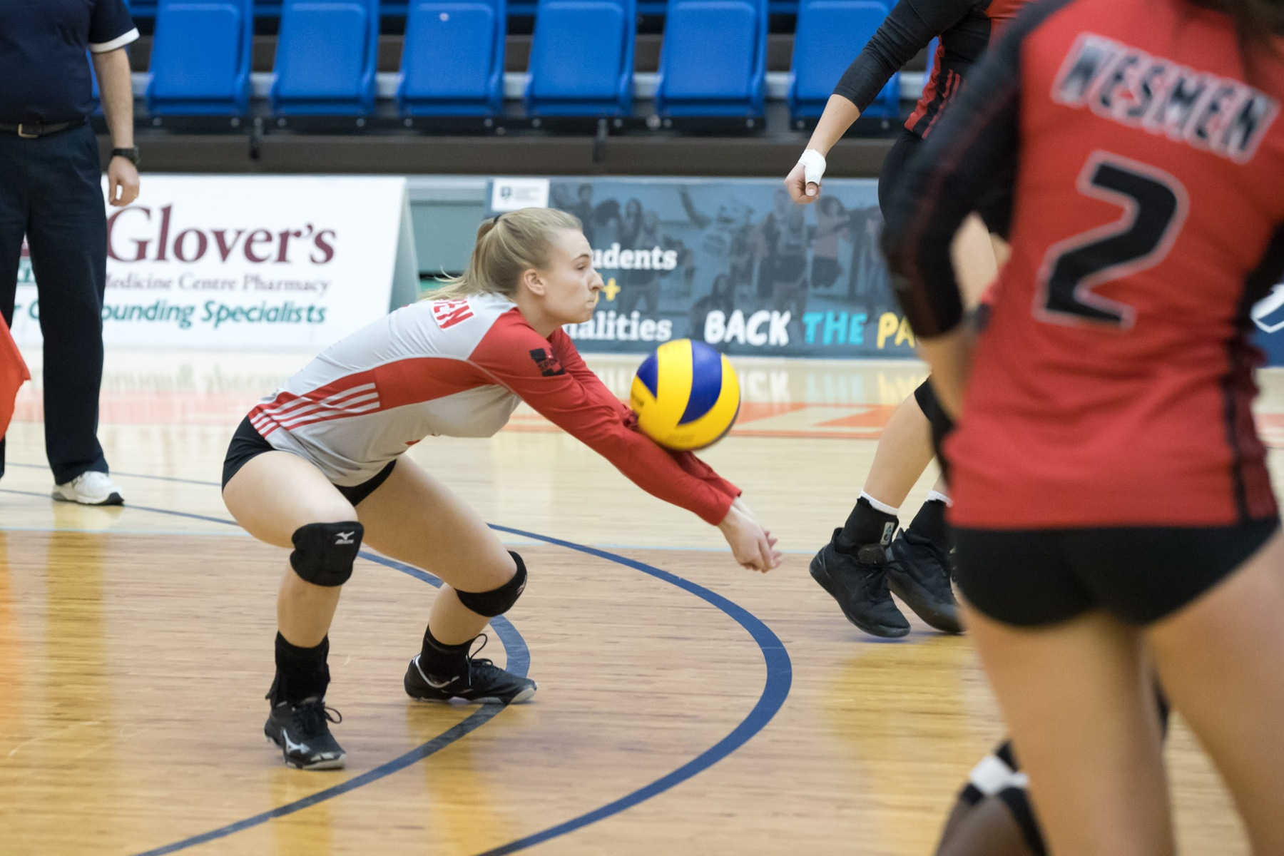 Winnipeg libero Jessica Andjelic receives serve during the Wesmen match against the Thompson Rivers Wolfpack, Saturday, Nov. 17, 2018 in Kamloops, B.C. (Andrew Snucins/TRU Athletics)