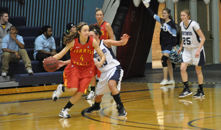 Bulldog Women's Hoops Falls To Northwood On Road