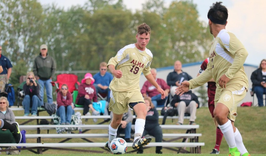 Men's Soccer Drops Non-Conference Game to Aquinas