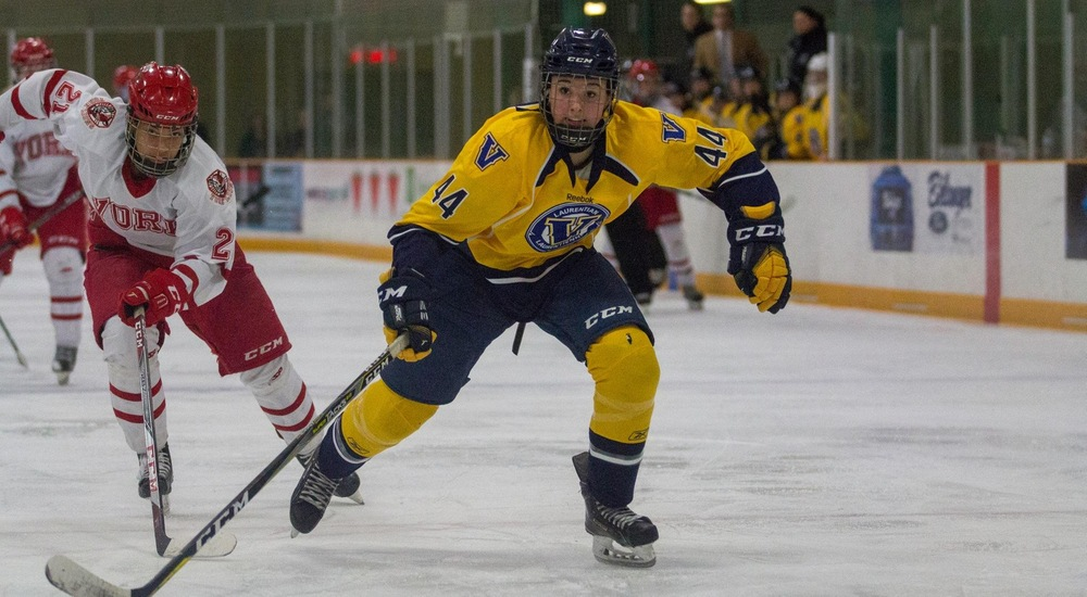 WHKY | Voyageurs Fall to Queen's in Season Opener