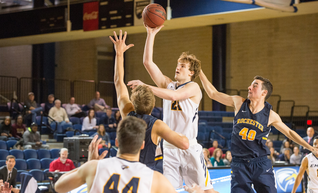 Emory Men's Basketball Falls To No. 17 Rochester In UAA Opener