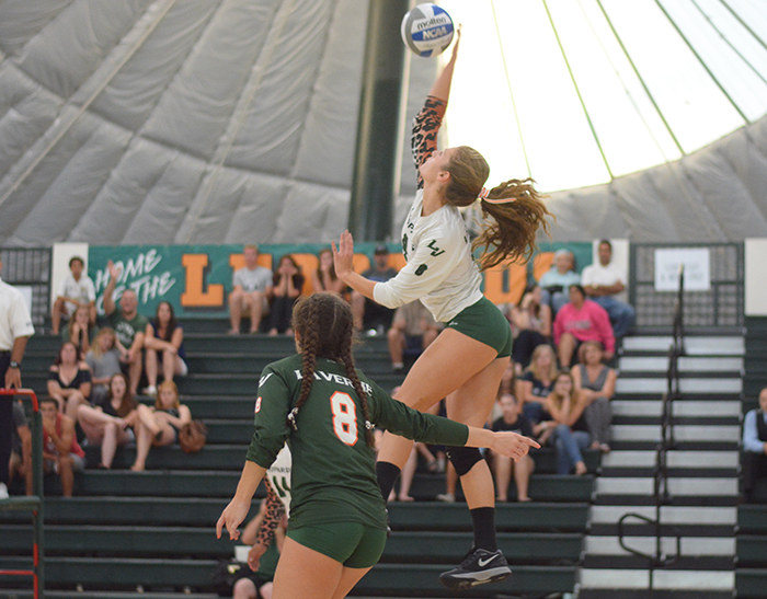 Volleyball rallies to upset No. 9 Claremont-Mudd-Scripps