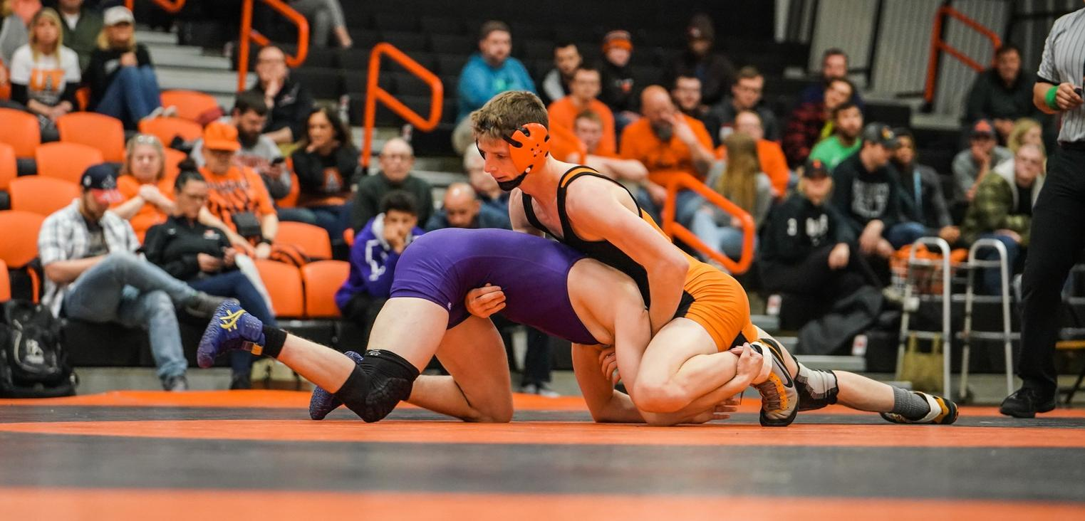 Findlay Drops Dual at No. 5 Notre Dame