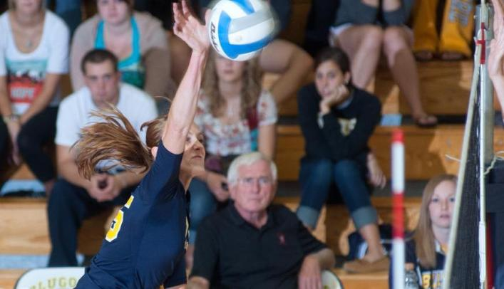 Volleyball Splits Matches for Seventh at Augsburg Invite