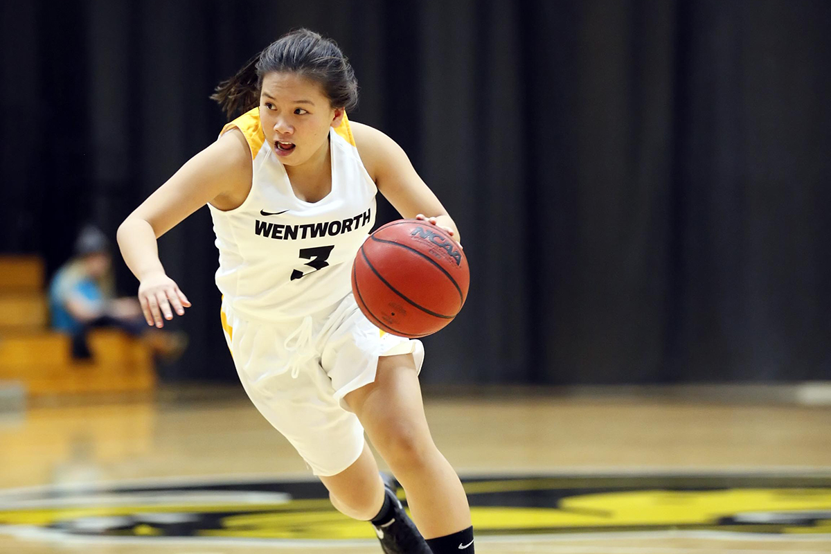 Women's Basketball Rally Comes up Short in League Opener
