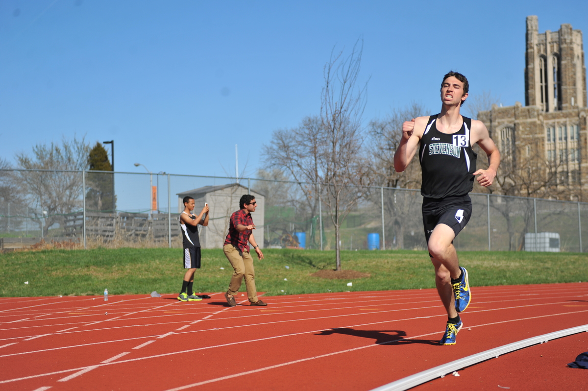 Patel Breaks School Record in 3000m, Miles Qualifies for MACs at Patriot Games