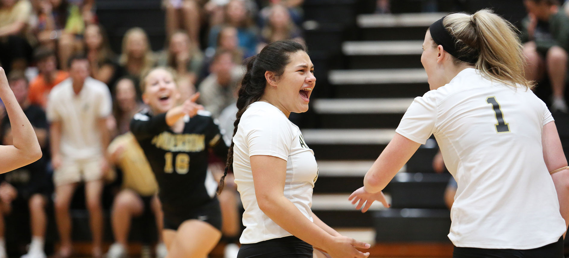 Volleyball Enters Regular-Season Home Stretch with Two-Match Road Swing