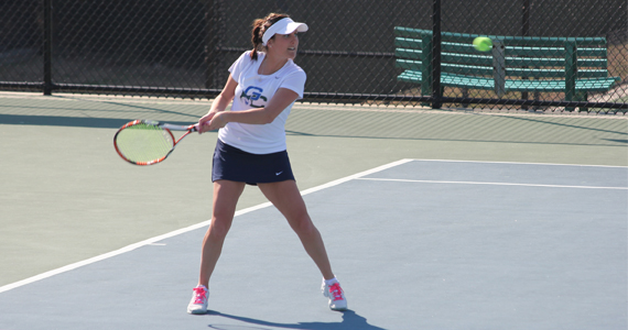 #26 Bobcat Women De-Claw Wolves, 9-0