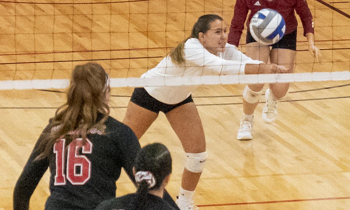 Women's Volleyball Loses on Charger Comeback, 3-2