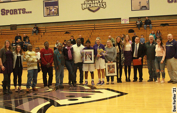 Women's Basketball Falls on Senior Day, 75-72, Five Reach Double Figures