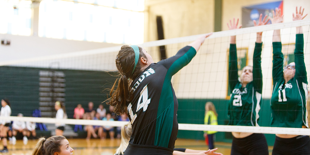 Women's Volleyball Falls to Mariners, 3-0