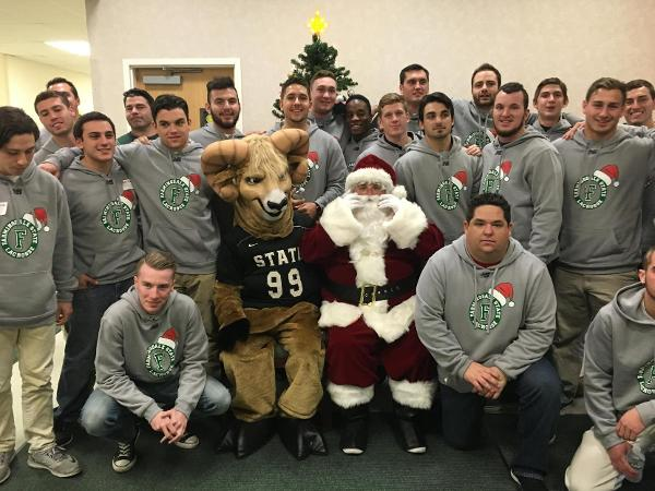 Rams Lacrosse Spreads Holiday Cheer in Suffolk