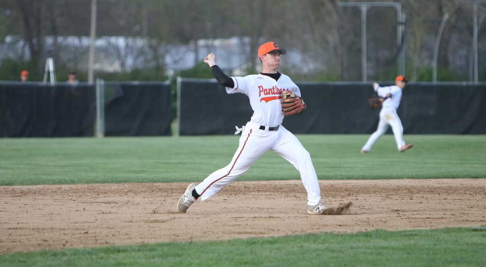 Baseball sweeps Robert Morris Springfield
