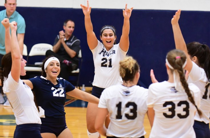 Women's Volleyball: Raiders extend win streak to seven, sweep both FSU & UMD