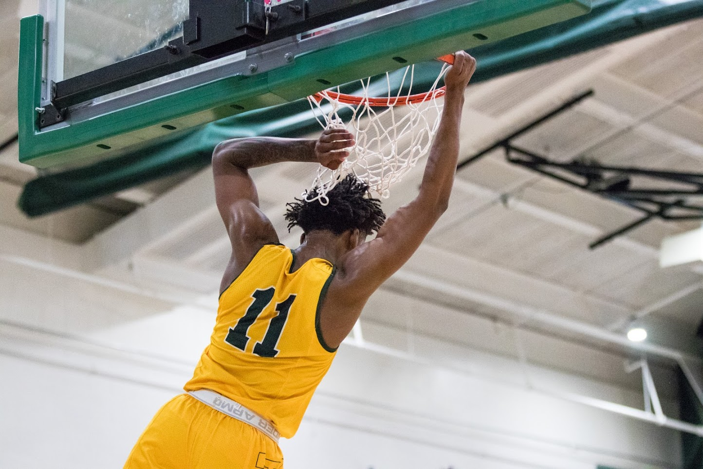 No. 18 Men's basketball makes it seven in a row with win over Seahawks