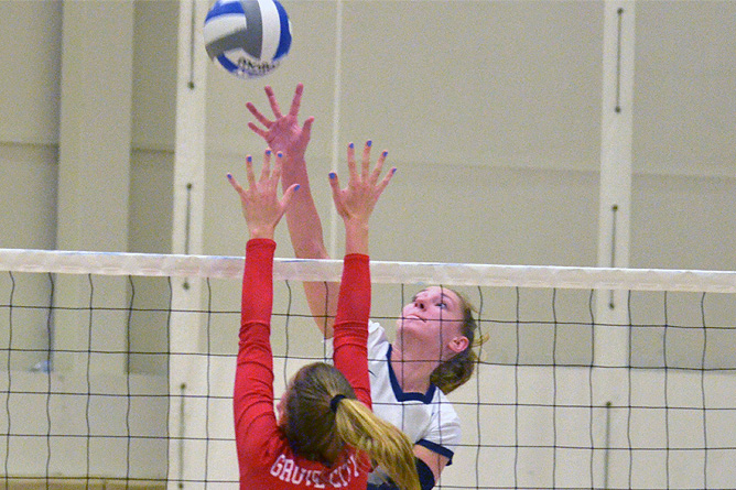 Women's Volleyball Remains Unbeaten in AMCC; Lions Down Medaille