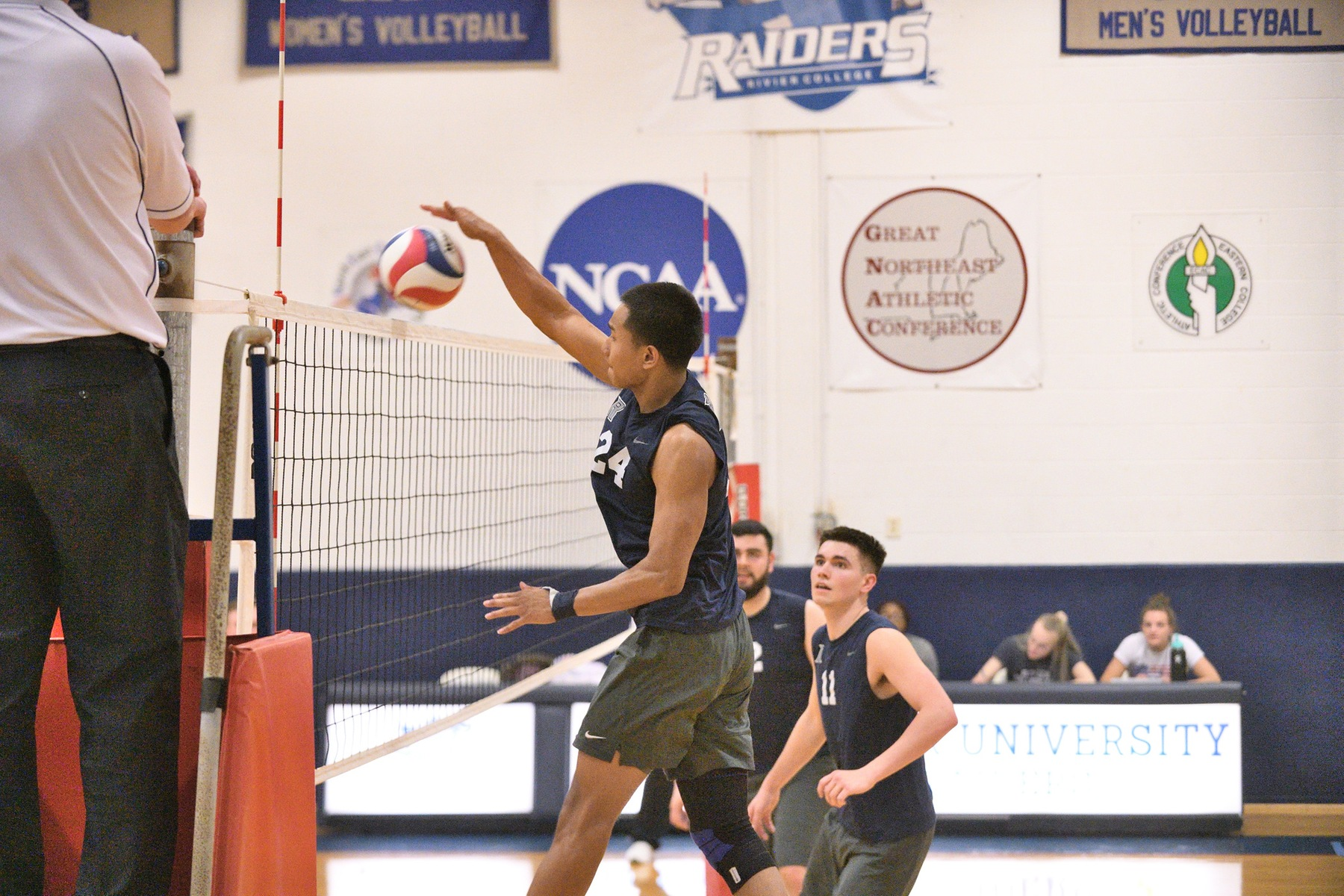 Men's Volleyball: The Raiders sweep the Chargers, 3-0.
