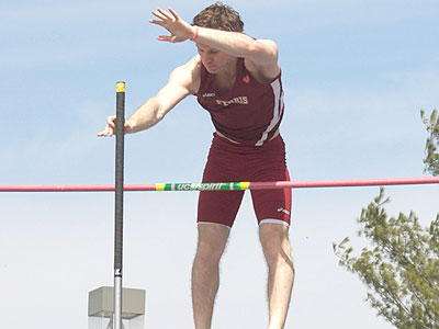 Bulldog Track Takes Part In Doug Hanson Open