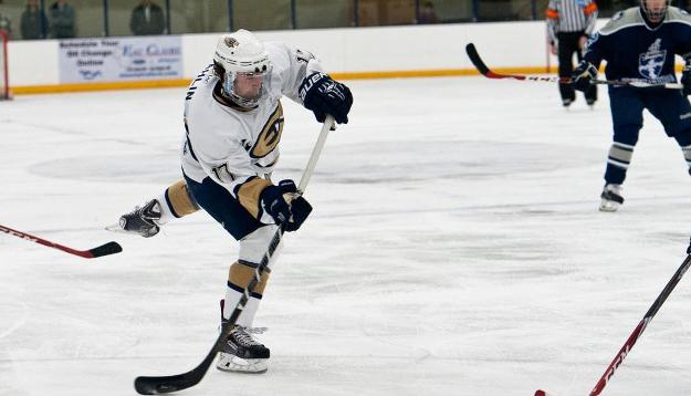No. 9 Men's Hockey Opens Season with 5-1 Win