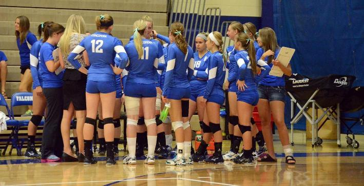 Volleyball splits matches on final day of NACC/IIAC Invitational