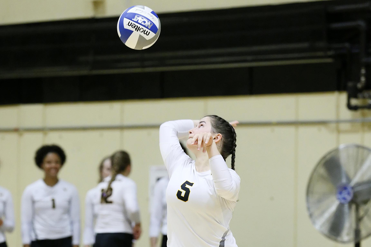 Women's Volleyball Soars Past Suffolk