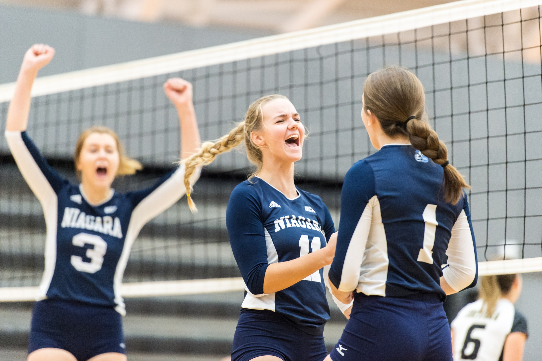 RECAP: Volleyball programs record fourth straight victories in wins over Sheridan Bruins