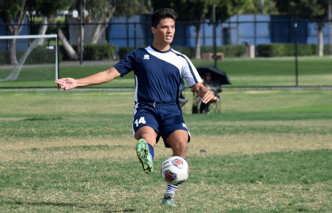Men's soccer team rallies back for 3-1 win over Fullerton
