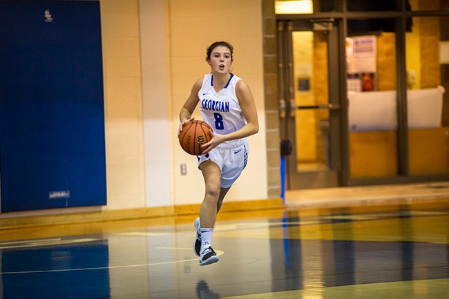 WOMEN'S BASKETBALL FALL TO STING