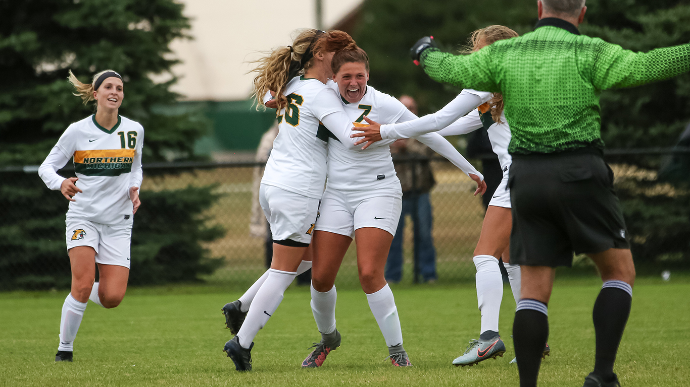 Wildcats Brave the Weather, Earn GLIAC Victory