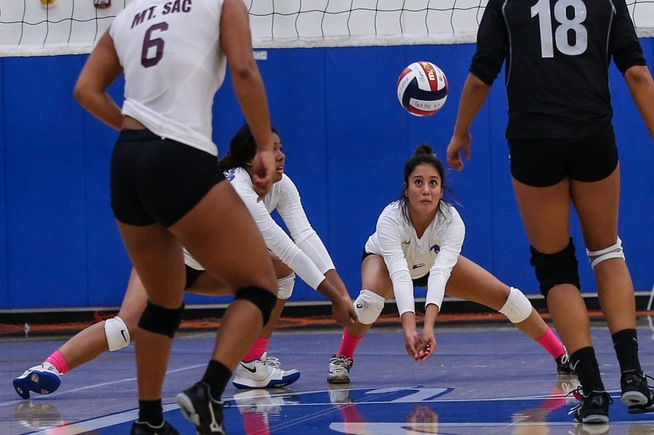 Mirka Granoble posted eight digs for the Falcons