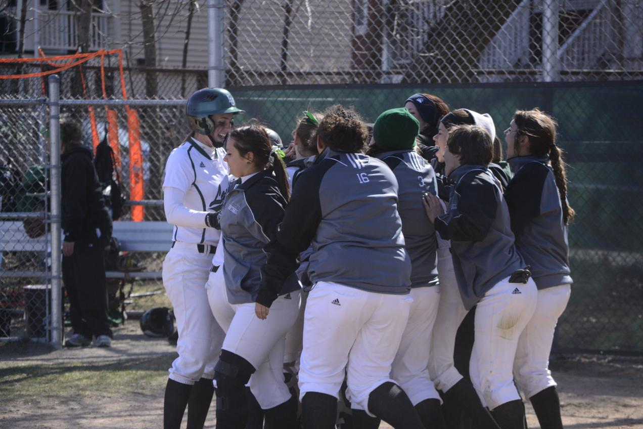 Thayer's Double Lifts Lynx to DH Sweep of Rams