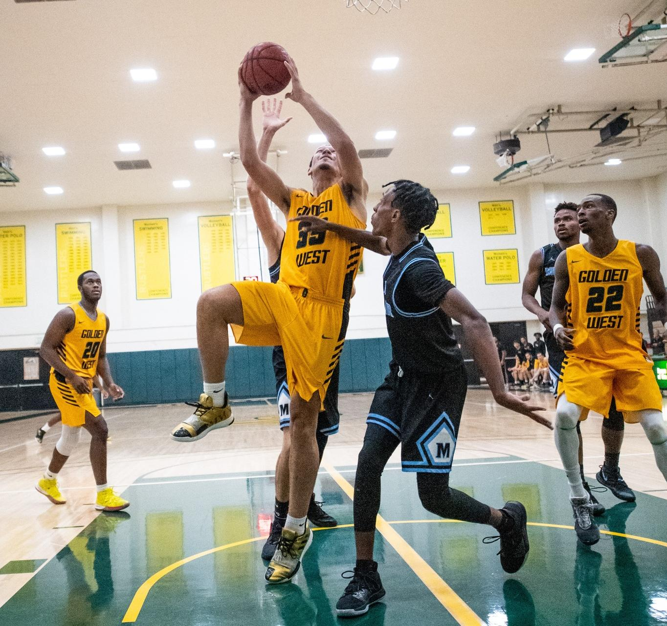 M Basketball: Watson Scores 15 in Second Straight Conference Loss