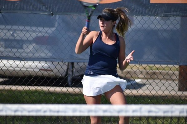 Women's tennis grabs a win on the road against College of the South
